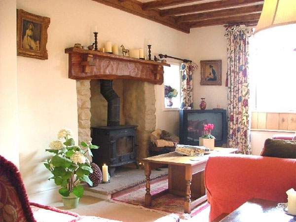 Middlehead cottage feature fireplace