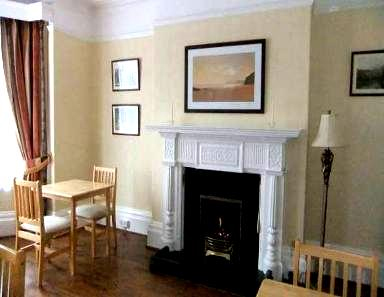 Holmleigh guest house dining room