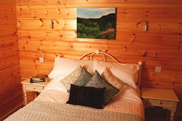 Hawthornes log cabins bedroom