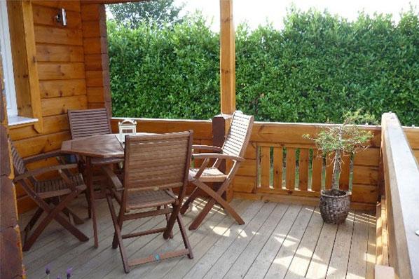The hawthornes lodges veranda